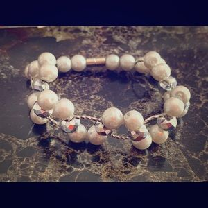!! White Pearl Silver Accented Beaded Bracelet !!